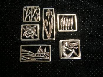 Broschen aus Bronze