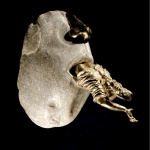 GIER ( Kalkstein/Bronze)